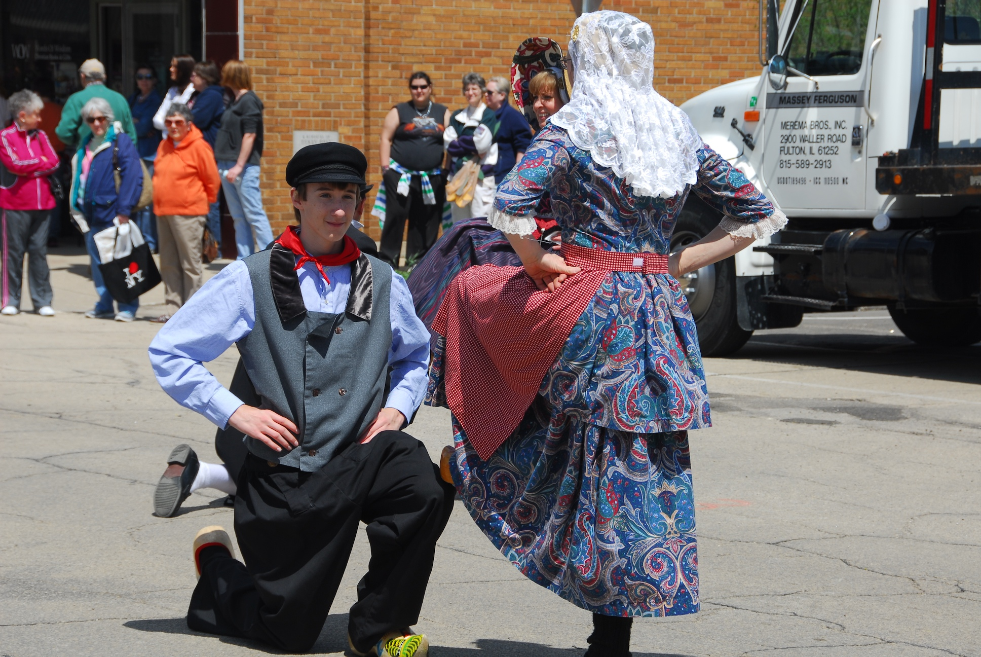 Click to enlarge image Dutch Days 2014 1 Dancers.jpg